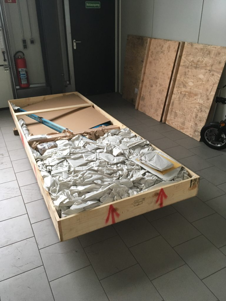 Empennage Crate opened